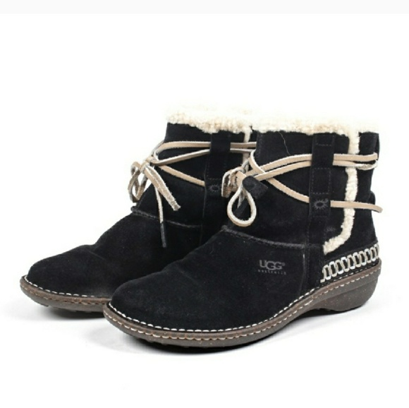 8a9275a9f38 UGG Cove black ankle boots size 9